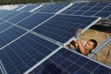 Inversores extranjeros podrían instalar una fábrica de paneles solares en Mendoza